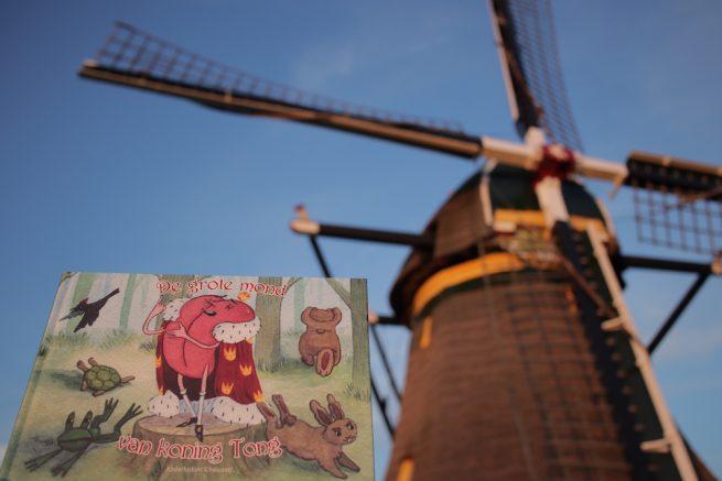Een afbeelding van de omslag van het kinderboek 'De grote mond van koning Tong'